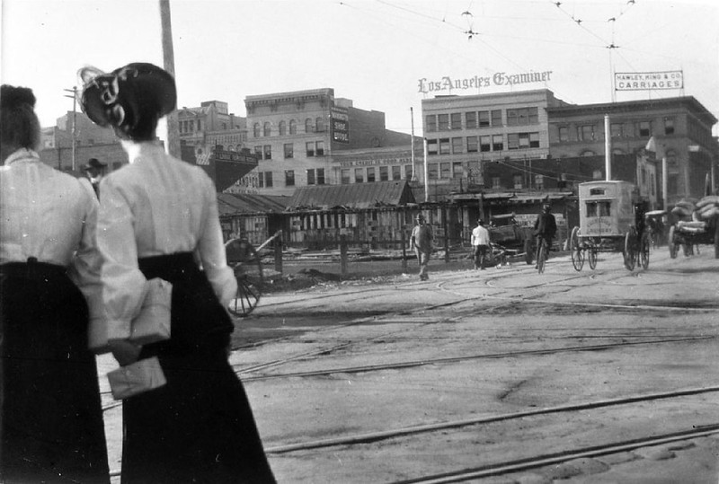 View looking west on Broadway and Fifth Street in Los Angeles, showing two women, 1905