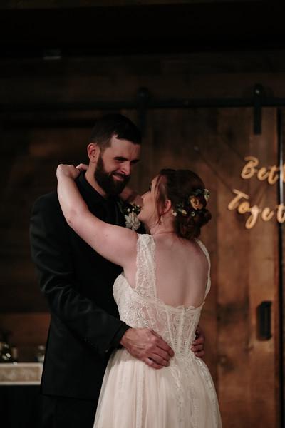 rustic_ohio__fall_barn_wedding-376.jpg