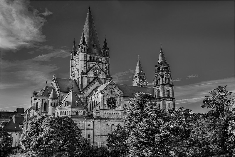 016.Paul-Bradley.1.Vienna-Gothic-Church.AS.jpg