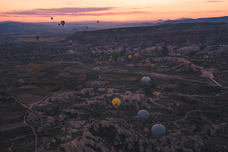cappadocia-ballon-in-the-valley-3.jpg