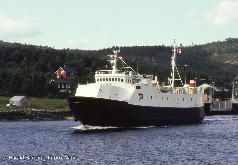 ODS, ferge, MS Røtind på vei ut fra Bognes fergeleie, på tur over mot Skarberget.