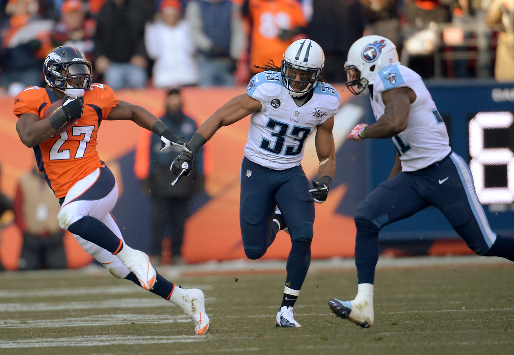 . Denver Broncos running back Knowshon Moreno (27) makes a run in the first quarter.  (Photo by Joe Amon/The Denver Post)