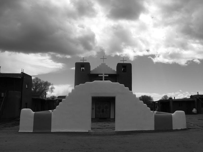 Taos Church (bw).jpg