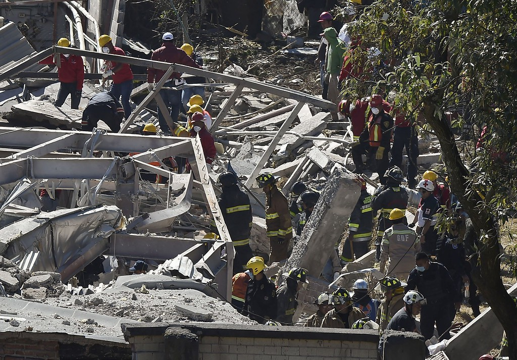 . Rescuers work amid the wreckage caused by an explosion in a hospital in Cuajimalpa, Mexico City, on January 29, 2015.     AFP PHOTO/RONALDO  SCHEMIDT/AFP/Getty Images