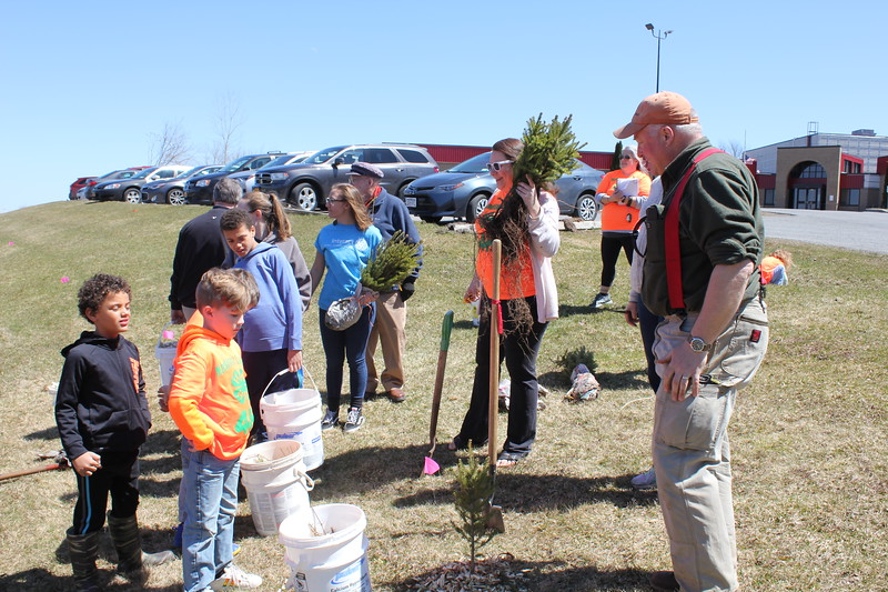 Charles Pritchard - Oneida Daily Dispatch Oneida Rotary plants its first tree for Earth Day on Sunday, April 22, 2018.