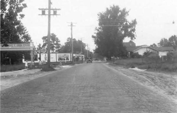 1928-Pearl Street north from 19th Street - New Springfield.jpg