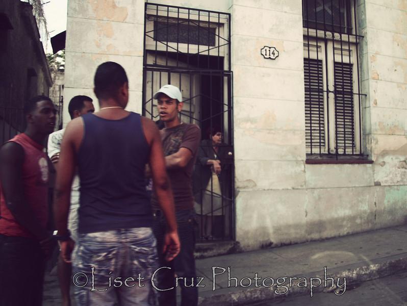 En la esquina del barrio Havana, Cuba.