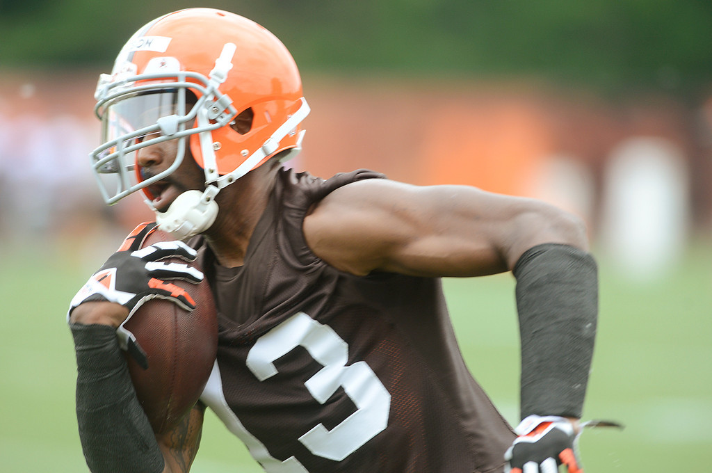 . Maribeth Joeright/MJoeright@News-Herald.com <p> Browns wide receiver Nate Burleson run with the ball during mini camp in Berea, June 10, 2014.