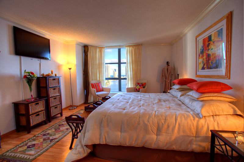 Master Bedroom with view to Inter-coastal/ Quarto Master com vista para Intercostal