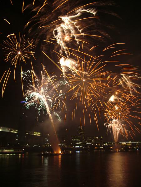 2005_1104southwarkfireworks087_edited-1.JPG