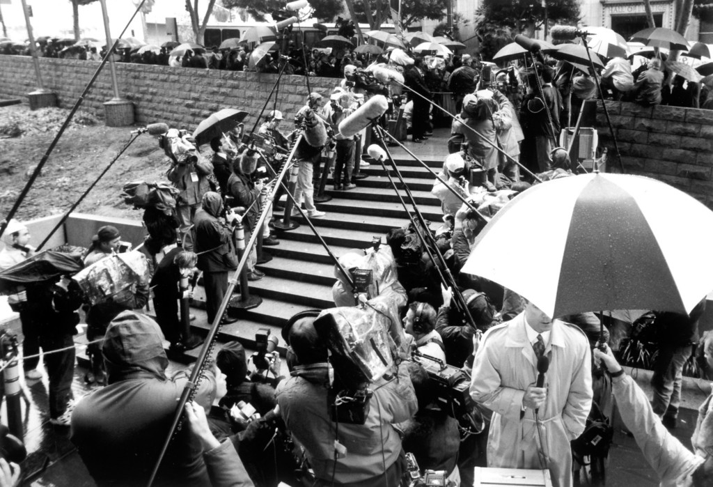 . The media forms a gauntlet for those arriving at the downtown Criminal Courts Building.   (1/23/95)   (Los Angeles Daily News file photo)