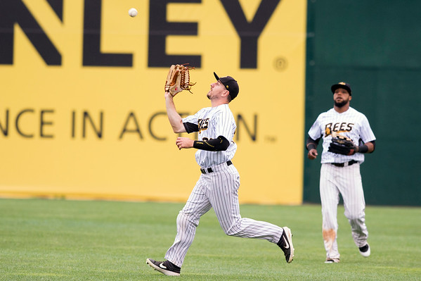 07/18/19 Wesley Bunnell | Staff The New Britain Bees vs the Southern Maryland Blue Crabs in a noon start double header on Thursday July 18, 2019. Bijan Rademacher (28) with a catch in right field.