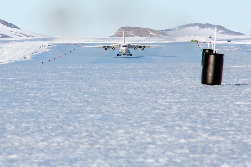 IL-76 Landing Korean TV -1-14-18106978.jpg