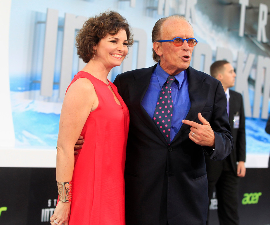 """. Actor Peter Weller, cast member of the new film \""""Star Trek Into Darkness\"""", poses with his wife Shari Stowe at the film\'s premiere in Hollywood May 14, 2013.  REUTERS/Fred Prouser"""