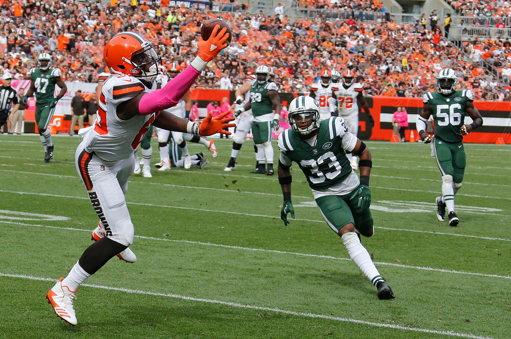 . Cleveland Browns tight end David Njoku (85) catches a 21-yard pass from quarterback Kevin Hogan as New York Jets strong safety Jamal Adams (33) watches during the second half of an NFL football game, Sunday, Oct. 8, 2017, in Cleveland. (AP Photo/Ron Schwane)