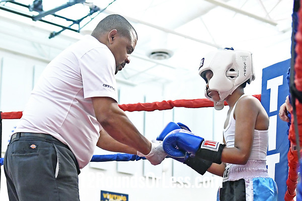 Bout #11:  Devonte Mcfadden, Red Gloves, Akron vs Juan Juarequi, Blue Gloves, Youngstown, 80 Lbs