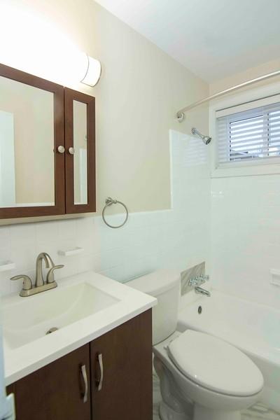 upstairs bath_MG_2749 for web.jpg