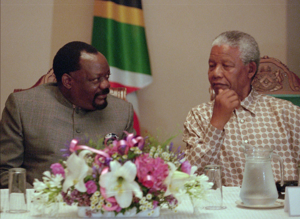 . Angolan UNITA rebel leader Jonas Sowimbi of Angola, left, talks to South Africa\'s President Nelson Mandela, right, during their meeting at Umtata, South Africa, Monday, Jan. 6. 1997.  The meeting between Savimbi and Mandela will continue Tuesday, with Mandela mediating for peace in Anogola. Mandela has been advising Savimbi and Angolan President Jose Eduardo Dos Santos behind the scenes on formation of a reconciliation government, said Mandela spokesman Parks Mankahlana. UNITA is an acronym for the National Union for the Total Independence of Angola. (AP PHOTO/Sasa Kralj)