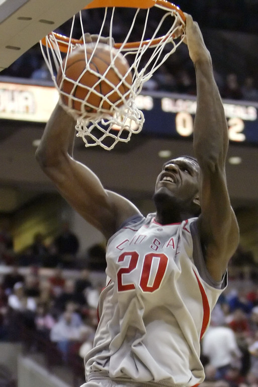 . Ohio State\'s Greg Oden dunks for two of his 29 points against Iowa during the second half of an NCAA basketball game Saturday, Jan. 20, 2007, in Columbus, Ohio. Ohio State beat Iowa 82-63. (AP Photo/Jay LaPrete)