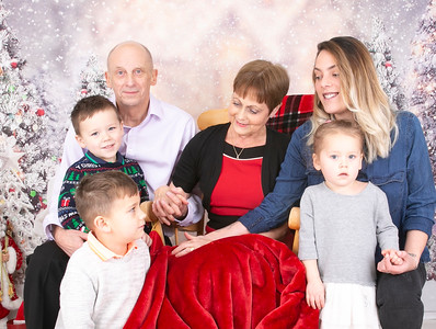 Amber & family with mum  and dad