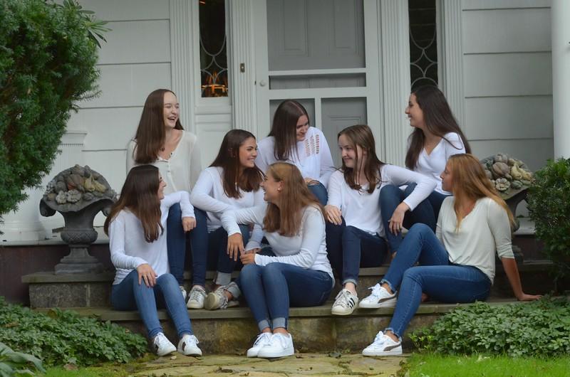 Julia Friend Group Pics - 47 of 308.jpg