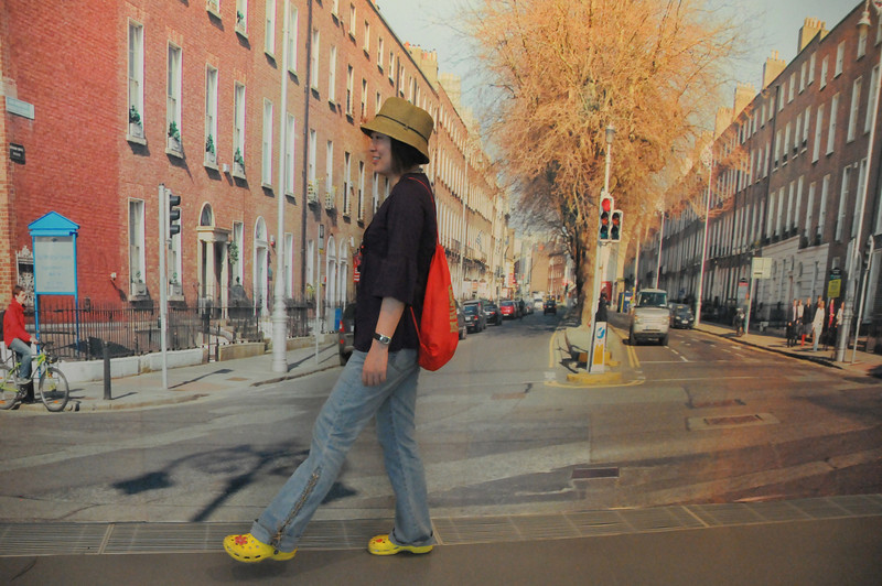 nana walks the street 2DSC_9018.jpg