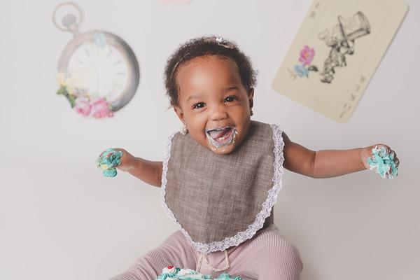 Aubrielle (1st Birthday Cake Smash)
