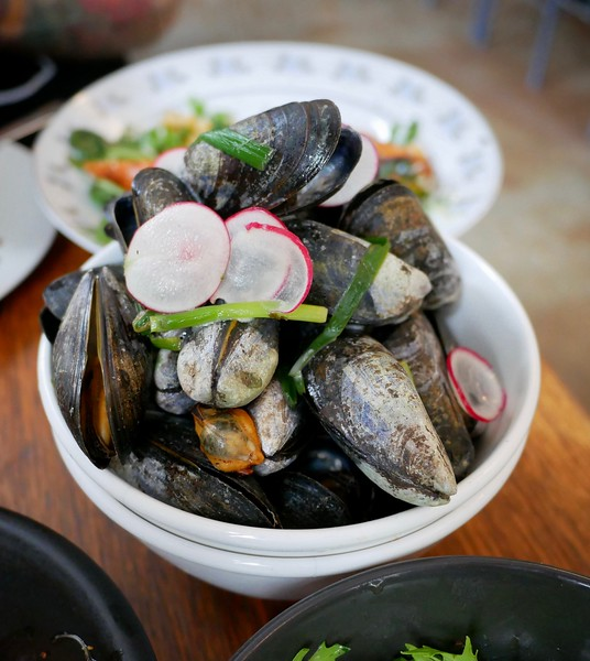 Manfreds: steamed moules marinieres with radishes & herbs
