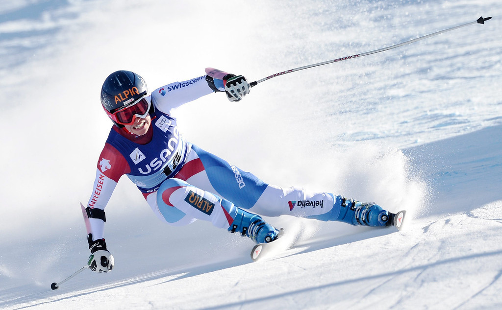 . Skier Dominique Gisin, of Switzerland, takes a turn during the women\'s Super-G race at the FIS World Cup Alpine Skiing in Beaver Creek, Colorado, USA, 30 November 2013.  EPA/JUSTIN LANE