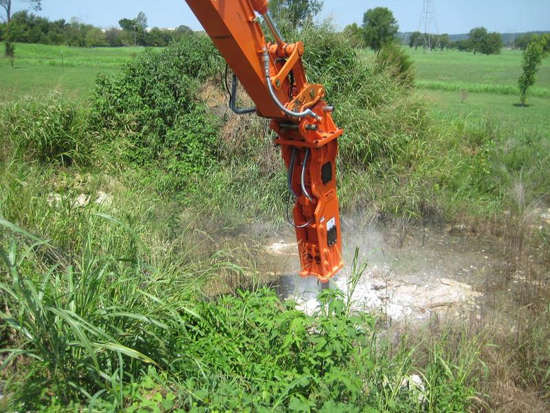 NPK GH12 hydraulic hammer (sn 103984) on Hitachi excavator (4).jpg
