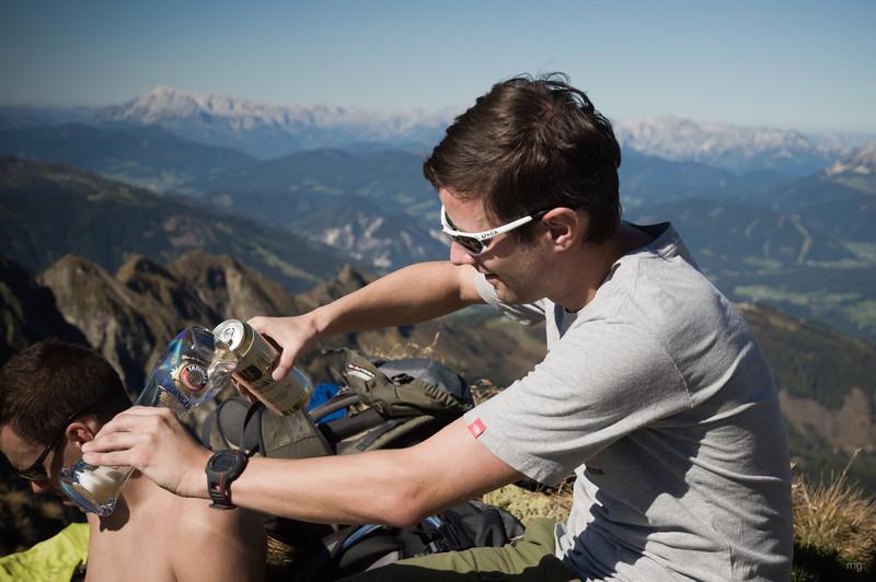 perfektes Gipfelerlebnis: Weizenbier aus dem (Plastik-)Glas