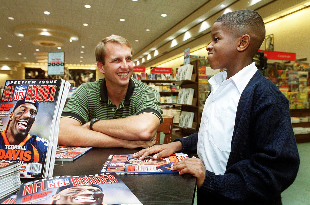 . News-Herald file Cleveland Browns quarterback Ty Detmer, left, talks with Major Hendricks, 6, of Cleveland Tuesday at Barnes and Noble in Mayfield Heights. Detmer was on hand to promote the new magazine NFL Insider.