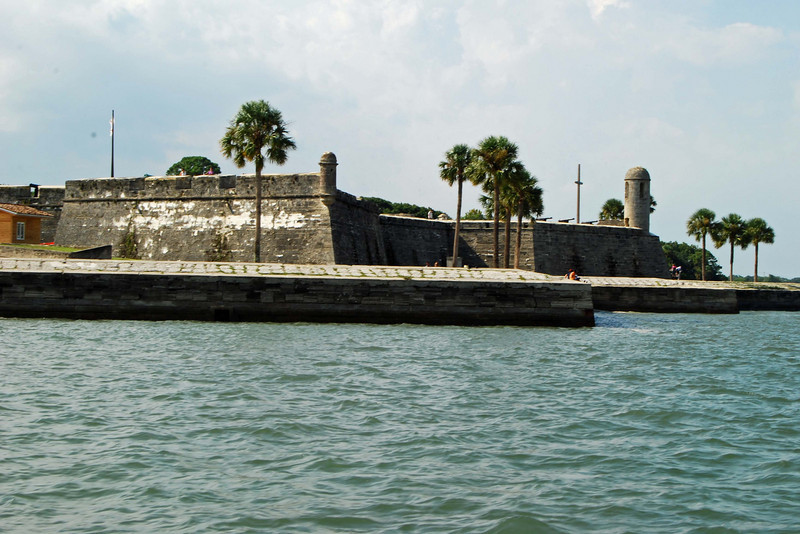 2832 St Augustine Spanish fort from the sea.jpg