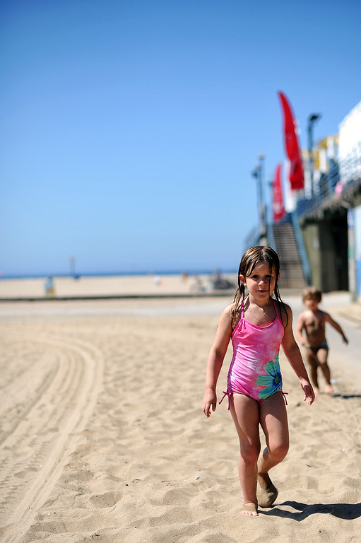 . Chloe Willmouth, 4-years-old, and brother Henry, 2-years-old, have some fun at the Santa Monica Boardwalk in Santa Monica Thursday, September 5, 2013. (Photo by Hans Gutknecht/Los Angeles Daily News)