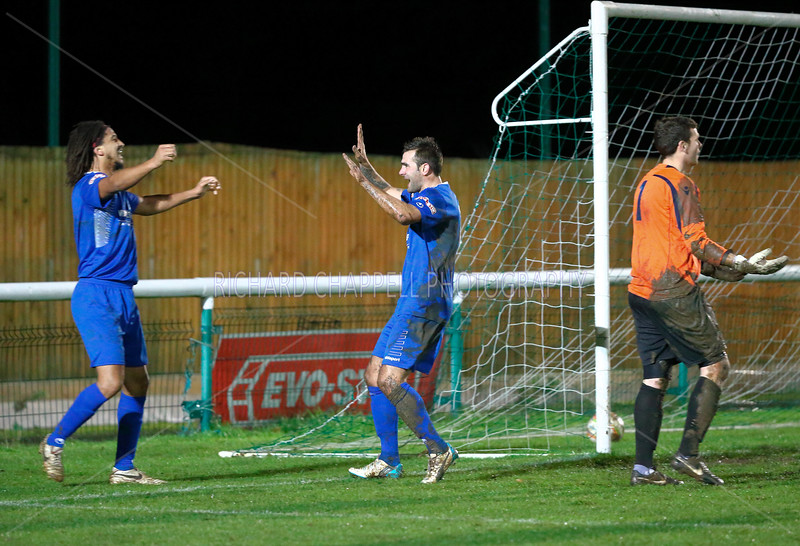 CHIPPENHAM TOWN V BIGGLESWADE TOWN MATCH PICTURES 24th Nov 2015