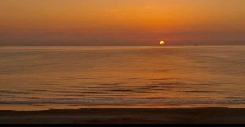 daytona-beach-sunrise-2_DSC1318_19_20_21_22_tonemapped.jpg