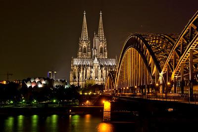 13.10.2010-Koelner-Dom bei Nacht