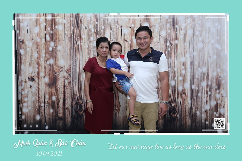 QC-wedding-instant-print-photobooth-Chup-hinh-lay-lien-in-anh-lay-ngay-Tiec-cuoi-WefieBox-Photobooth-Vietnam-cho-thue-photo-booth-046.jpg