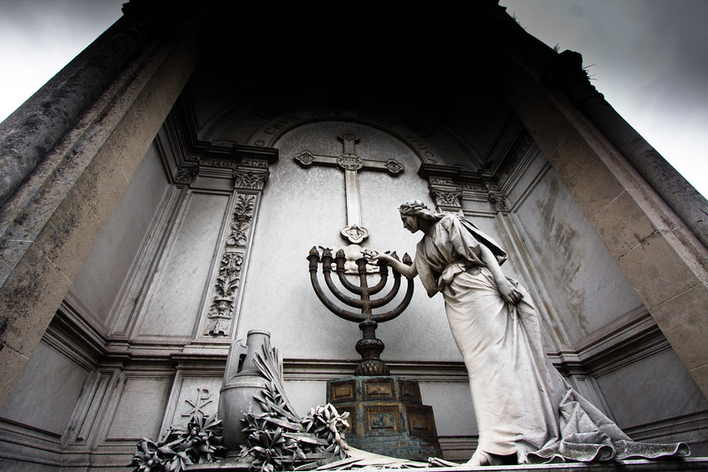 recoleta-giant-tomb_5735239083_o.jpg