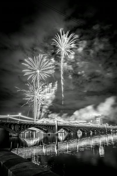 Fireworks_Tempe_2014-11.jpg