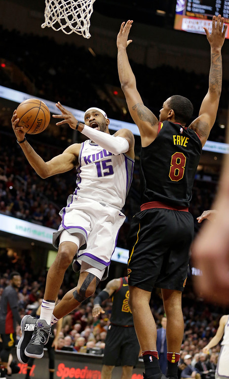 . Sacramento Kings\' Vince Carter (15) drives to the basket against Cleveland Cavaliers\' Channing Frye (8) in the second half of an NBA basketball game, Wednesday, Dec. 6, 2017, in Cleveland. The Cavaliers won 101-95. (AP Photo/Tony Dejak)