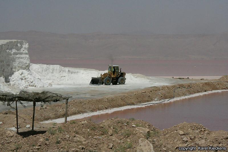 Ir.03_37_zoutwinning aan Lake Bakhtegan.JPG