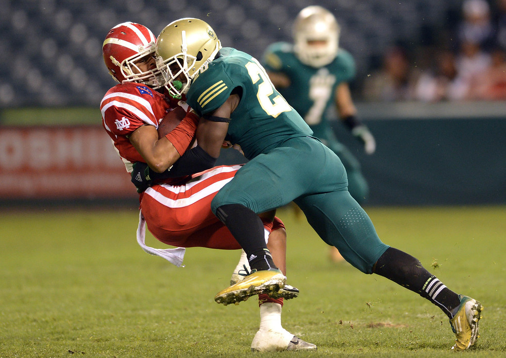 . Anaheim, Calif., --12-01-12 - Long Beach Poly\'s Jayon Brown,20,  tackles Mater Dei\'s Justin Allen,40, in the 4th quarter of the CIF-SS Pac-5 Division final game, at Anaheim Stadium.   Stephen Carr/  LANG