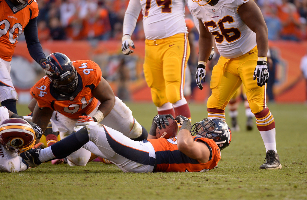 . Denver Broncos defensive end Derek Wolfe (95) recovers a fumble in the fourth quarter against the Redskins.   (Photo by John Leyba/The Denver Post)
