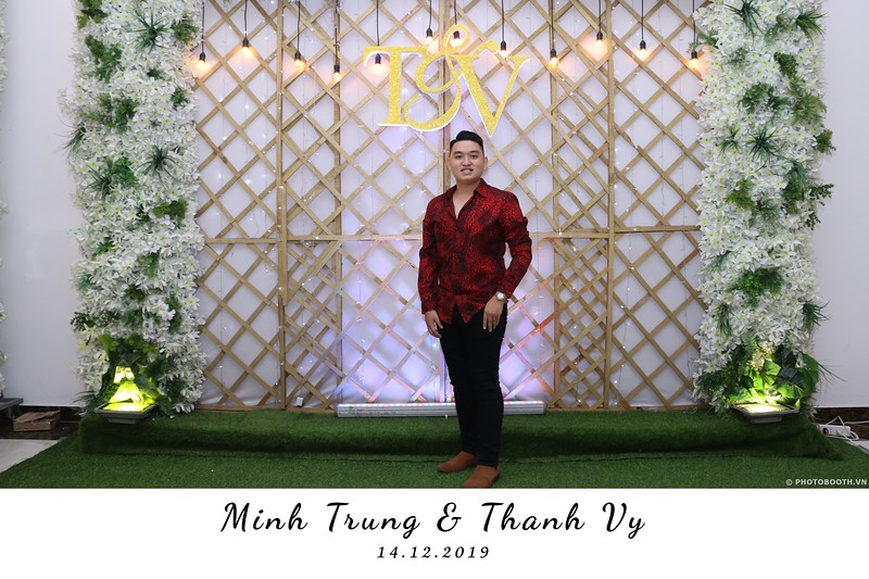 Trung-Vy-wedding-instant-print-photo-booth-Chup-anh-in-hinh-lay-lien-Tiec-cuoi-WefieBox-Photobooth-Vietnam-118.jpg