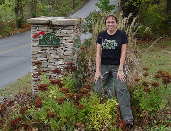 Susan at mailbox.JPG