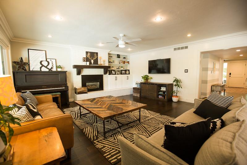 950 living room.jpg