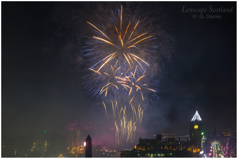 Fireworks over Edinburgh Castle from Calton Hill (9)