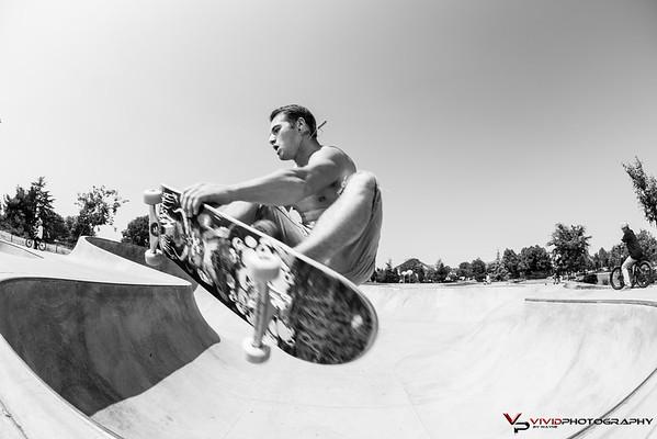 Skatebording.