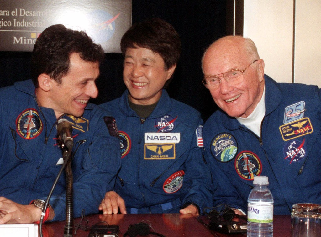 . Astronauts Pedro Duque of Spain, left, Chiaki Mukai of Japan and John Glenn of the United States are shown in this Jan. 11, 1999, photo. The astronauts were awarded Spain\'s prestigious Prince of Asturias International Cooperation Prize Wednesday, June 16, 1999. Russia\'s Valeri Polyakov, not shown, will also receive the prize. (AP Photo/Paul White, File)